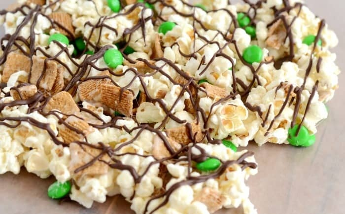 St.-Patricks-Day-Smores-Snack-Mix-008-2.jpg