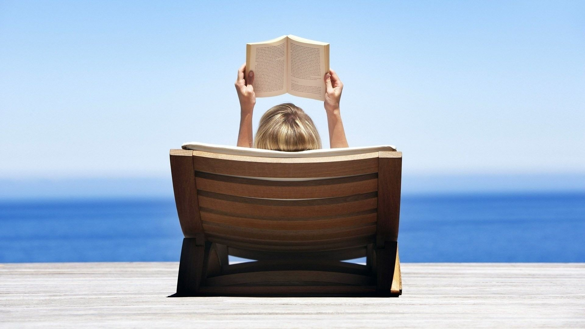 books-to-bring-to-the-beach