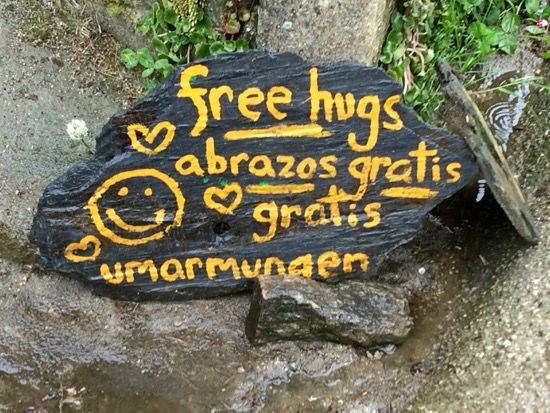 Free hugs on The Camino by Mocadeaux