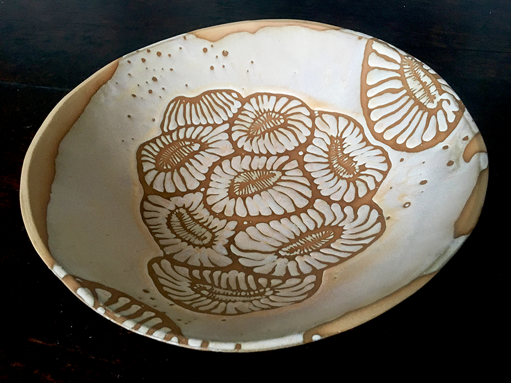Large bowl with colony in créme brûlée on blush clay