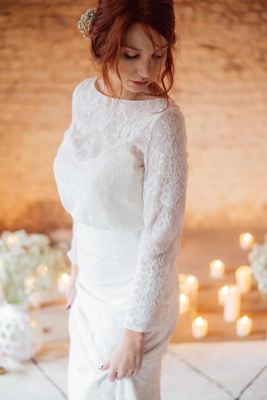 Camelia - Une robe 2 pièces composée d'une jupe coupe droite et d'un top dos ouvert et laçage, …