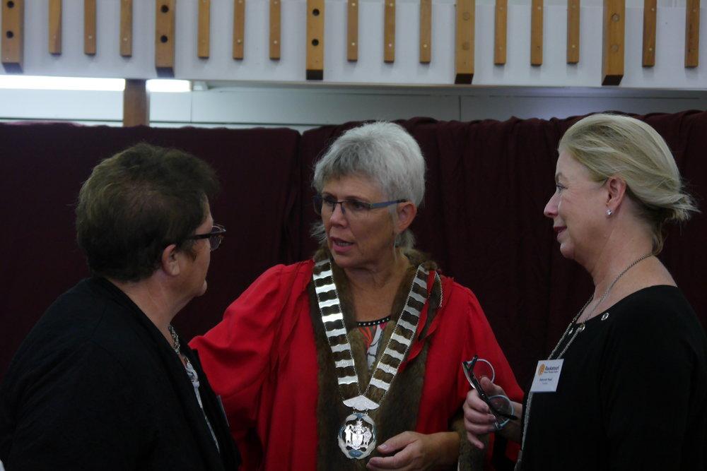 Paula, Deborah, Mayor.JPG