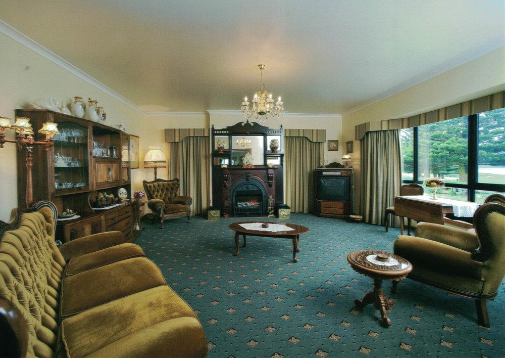 seaview lounge.jpg