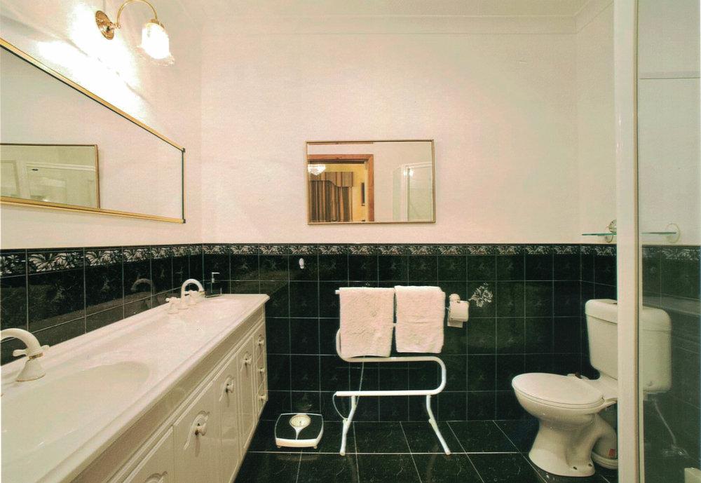 seaview_bathroom.jpg
