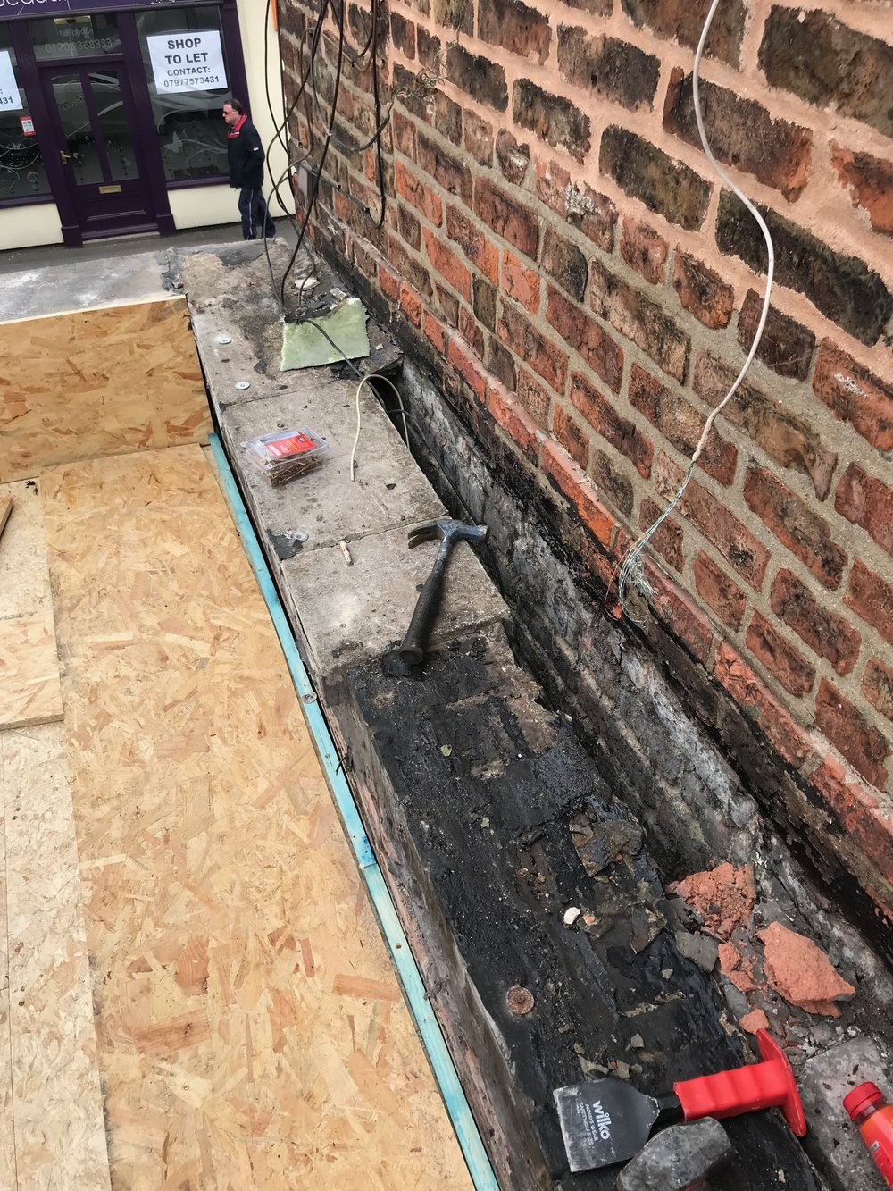 Problematic wall - It was quite clear that no matter what was thrown at this section of the roof over the years was never enough to create a water tight junction between the parapet and this adjoining wall. It was thick with bitumen and debris so we stripped it all back to this point so we could ensure to a perfect seal.