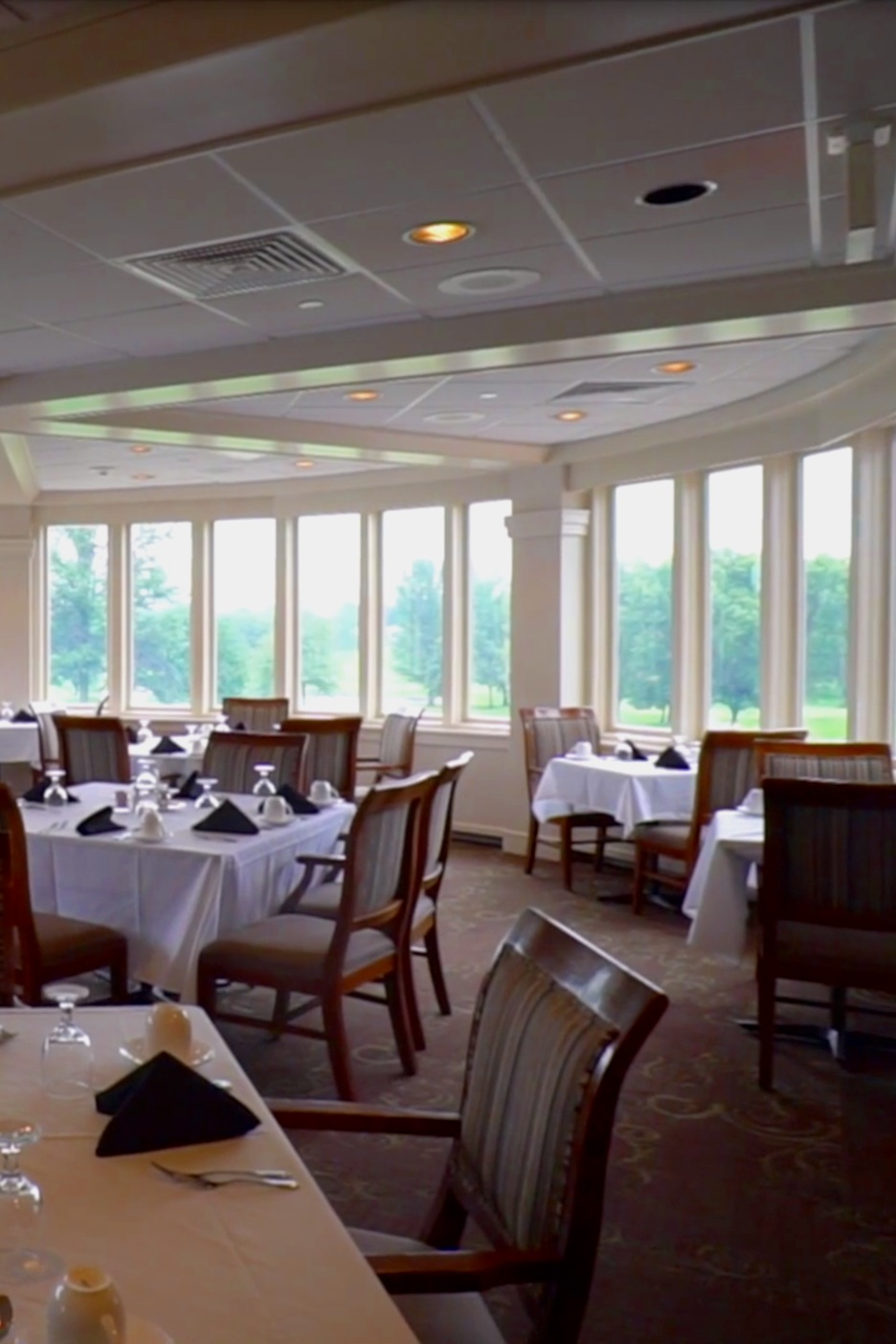 dining-at-sunnyside-golf-and-country-club