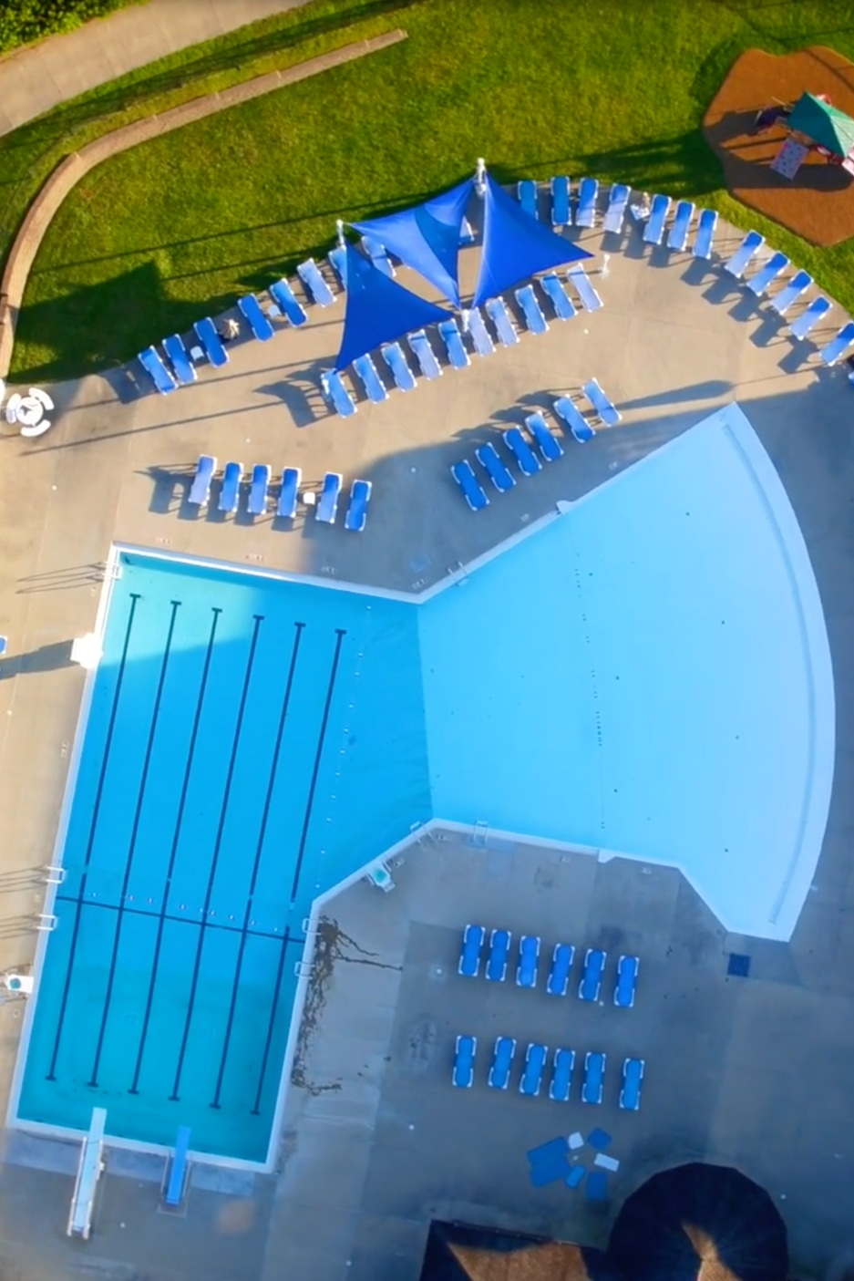 swimming-pool-at-sunnyside-golf-and-country-club