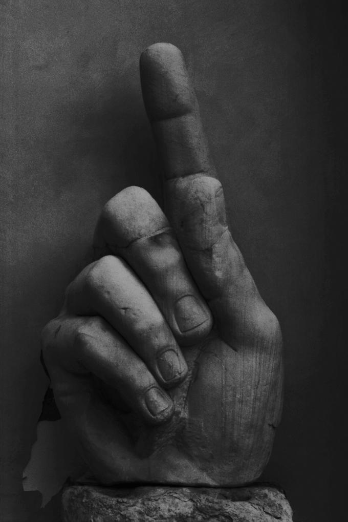 Rom-Hand.jpg