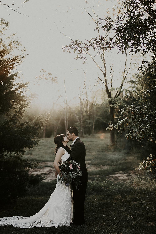 photographer_missouri_wedding_nature_dreamy_engagement_portrait_5.JPG