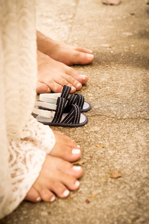 barefoot-expecting-feet-1687821.jpg