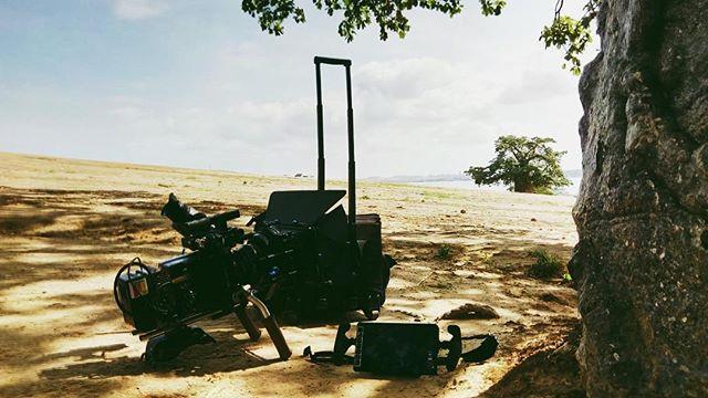 🎥 A nossa Arri a relaxar um pouco. || 📸: @iam_deadneptune_dm - - - #g80 #geracao80 #filmmaking #filmmaker #angola #africa #filmingequipment #arri #arrialexa #filmproduction #musicvideo #camera #producao #cinema #filme #filmphotography #producao #gravacao #africanproduction #filmafrica