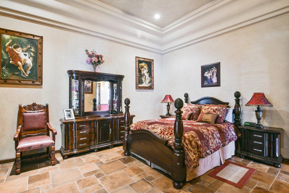 Bedroom 5- 139.jpg