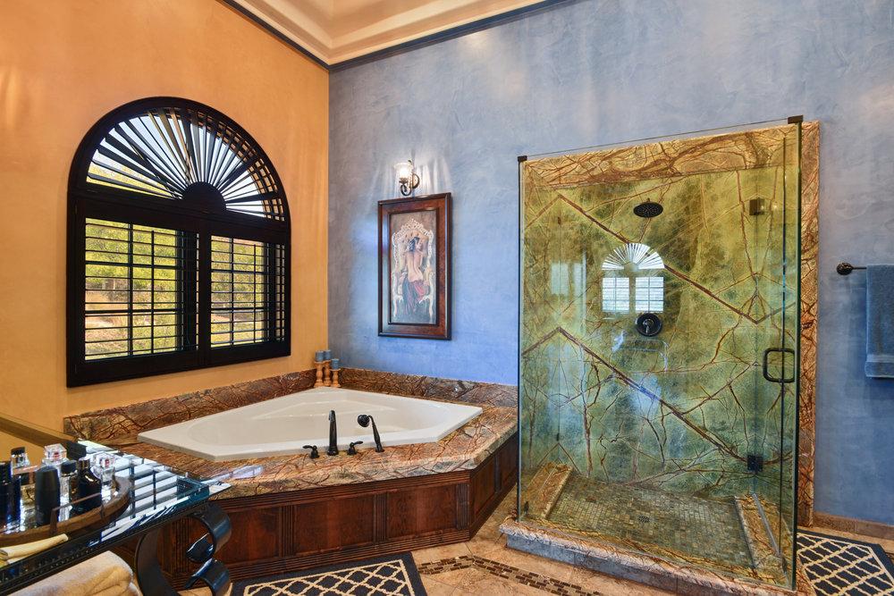 Master Bathroom- TW_6.JPG