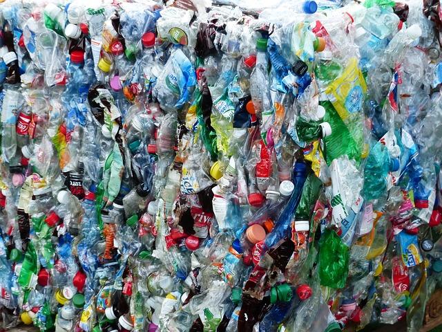 plastic-bottles-115082_640.jpg
