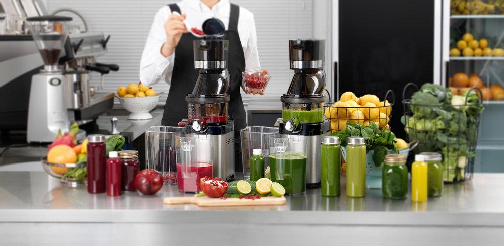 Kuvings_Whole Slow Juicer Chef_Juice bar_02_ªÁøÎ¡¶«—毿Ω_blur.jpg