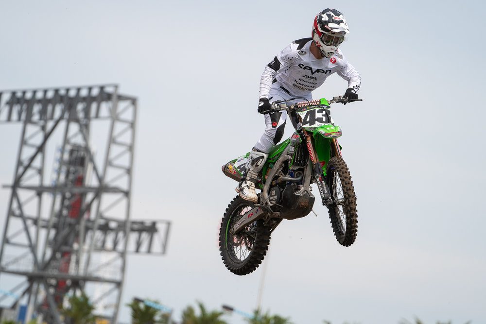 Another new kit was debuted at Daytona, this one from Seven MX. We always loved the white gear that was common at the lone daytime SX race back in the early 2000s and it's nice to see some of the trend continue. You can expect the jersey, pants, and gloves to be in the Seven MX webstore soon, but you'll have to hit up Kordel Caro for a matching helmet. The privateer has a side hustle of custom helmet painting and has whipped up lids for Fox Racing and Seven this season, including the one worn by Bowers.