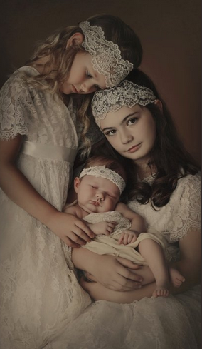 VINTAGE CHIC- Siblings New Born - Three Sisters - Children Photography