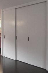 kast op maat onder trap met gesloten deuren
