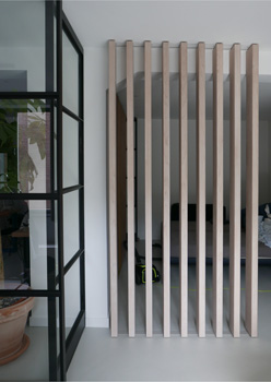 Interieuroplossing: Scheidingswand / houten lamellen