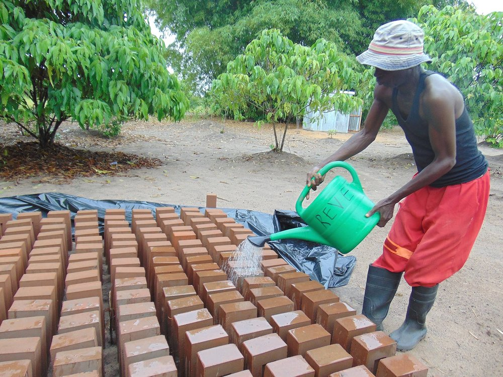The stabilized bricks need to be irrigated for 3 days to cure.