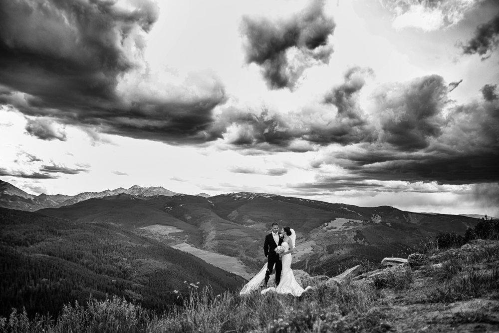 Couple_Vail_Mountain_overlook
