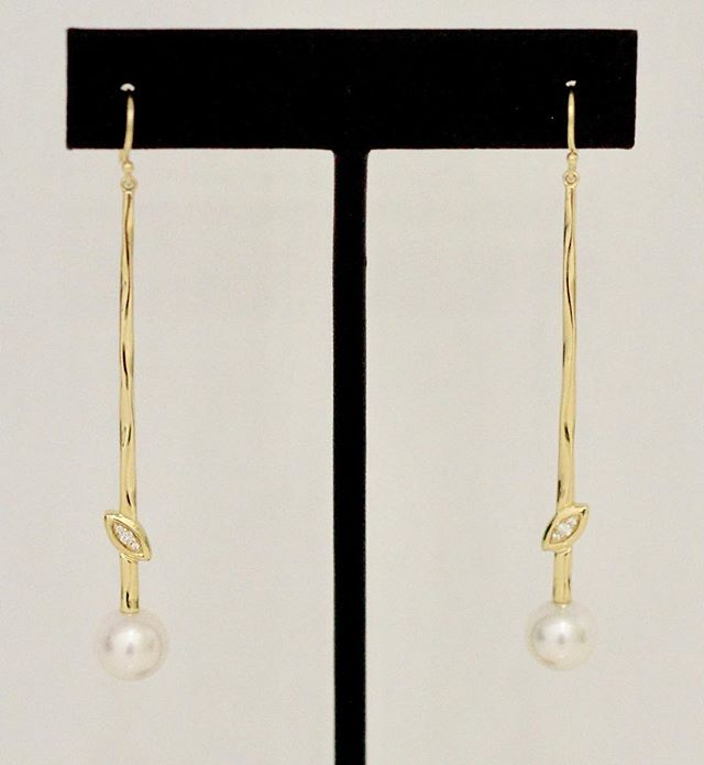 Simple yet sweet. These beautiful gold dangling earrings embellished with diamonds and pearls are beautiful and timeless!