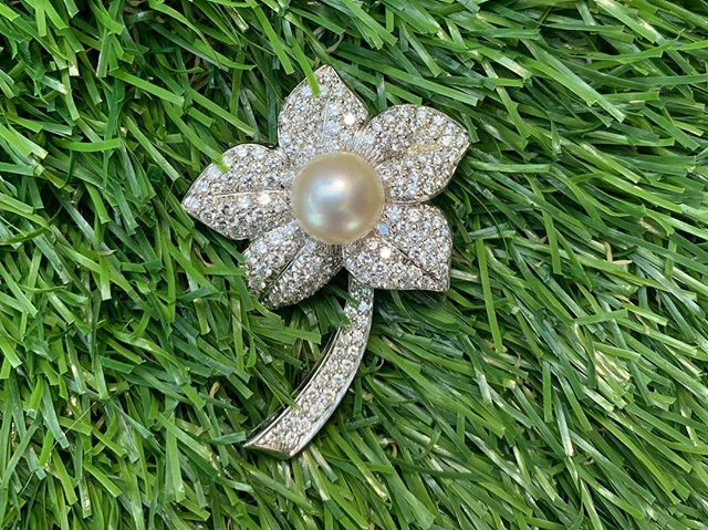 Diamonds may be a girls best friend... but what about flowers and pearls!!! How fabulous is this spectacular diamond set flower with a pearl center... #antiques #broach #vintage #unique #statementpiece #pendant #gift #diamonds #pearl #jewelry