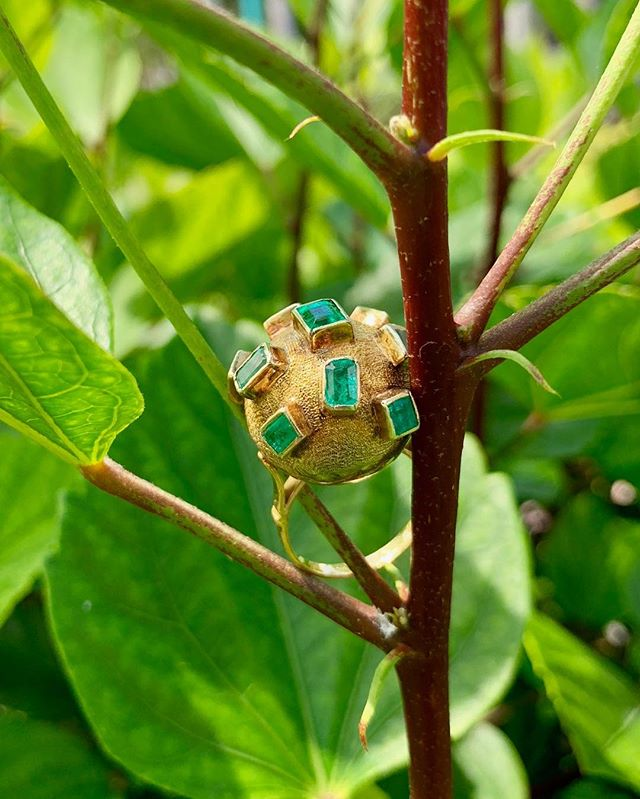 Adorable gold ball ring embellished with emeralds! Dm for more information and pricing