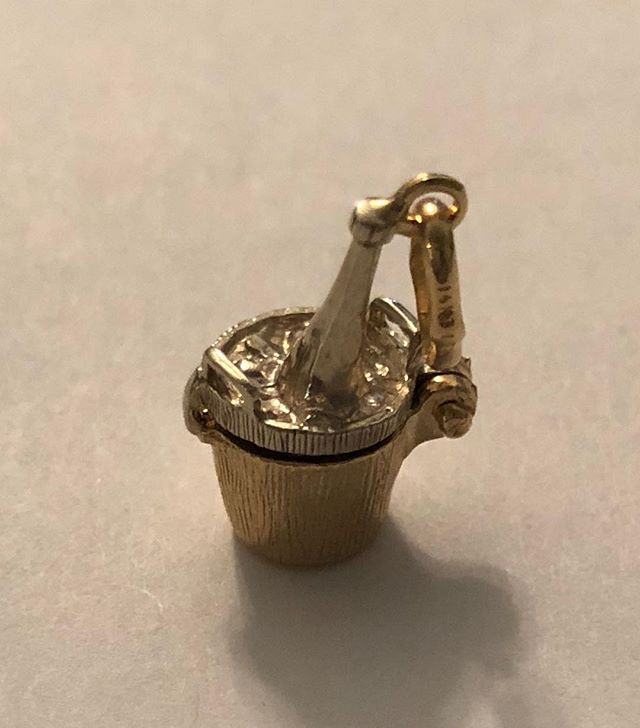 Cool little gem. 14k gold antique ice bucket charm. Dm for more information and inquiries on desired charms