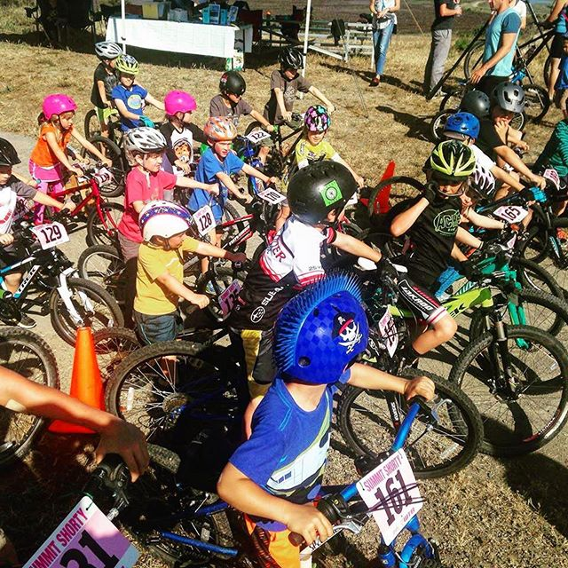 🏁Tonight is the first kids' race of the season! 🏁 Pack up your kiddos and their bikes (balance bikes and up) and head up to the top of the hill at McInnis  Park Golf! 🚲🚲🚲The kids' race starts at 5pm. It's free, and all entrants get a medal and a chocolate chip cookie. 🍪🍪🍪 Arrive at 4:30pm to sign a waiver and register. • • • #acmeshorty #instamtb #singletrack #singletrackracing #mtblife #mountainbike #mtbrace #mountainbikes #mountainbiker #mtblove #cycling #bikelife #rideordie #raceday #mtb #marin #bayareabikelife #bayarea #sanrafael #acmebikes #marinshorty #mtbracing #mtbshorttrack #shorttrack #mtb4life #mtbwomen #mtblove #outsideisfree #kidsonbikes