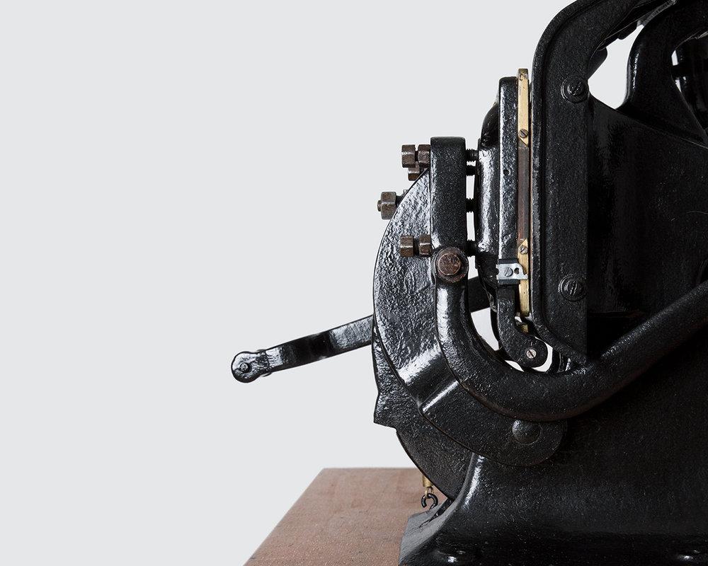 Eine Seitenansicht unserer Druckpresse, auch Tellertiegel genannt.