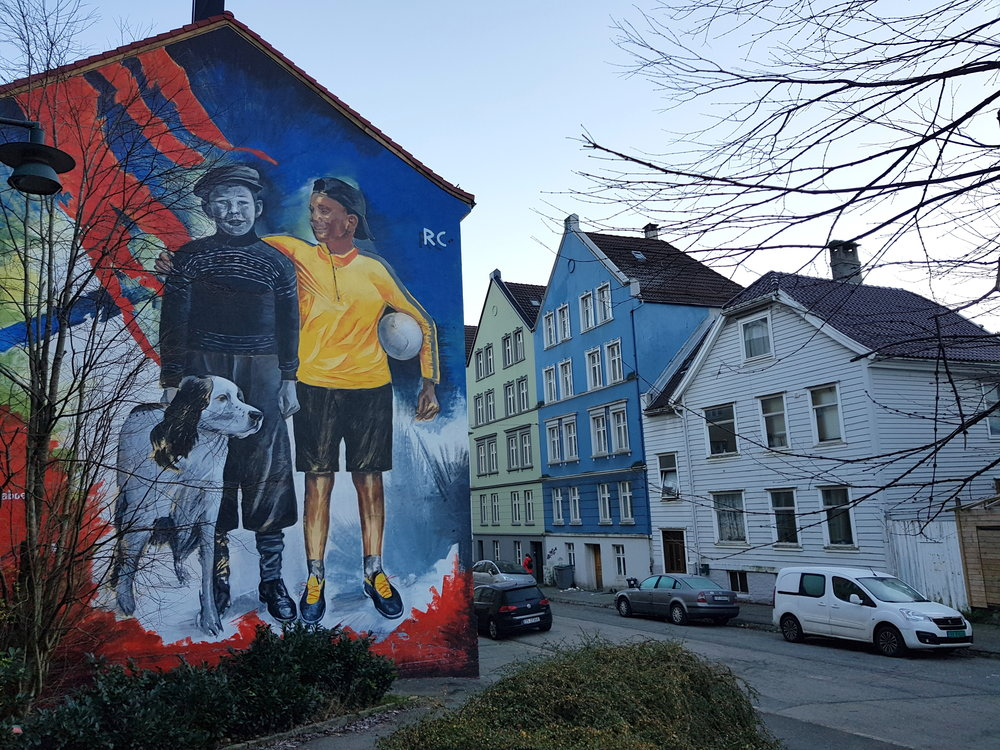 Mural in Møhlenpris, depicting children from different eras