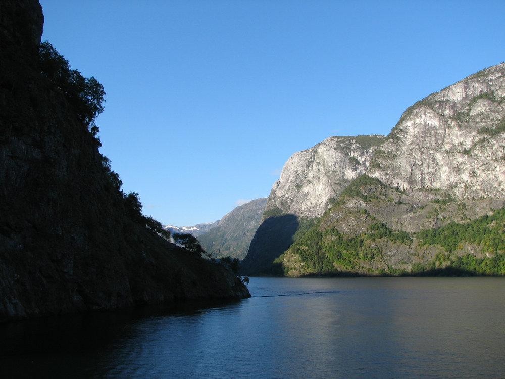 Entering Nærøyfjord: Such drama. Such contrast.