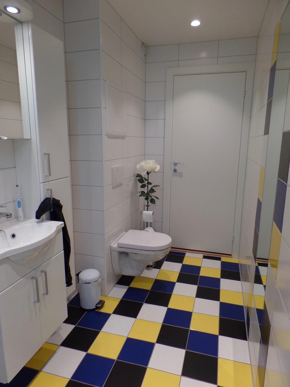 Finished bathroom - view towards door
