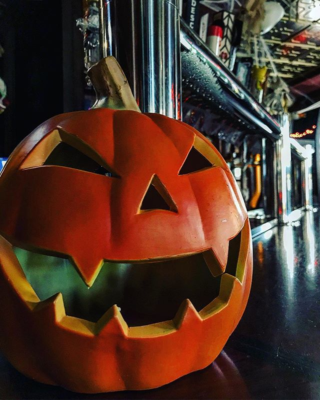 Happy Halloween from the staff here at O'Shaughnessys! It's one of our favorite holidays, and the pub is full of spooky surprises! 🎃💀👻 . . . #happyhalloween #halloween #halloween2018 #pumpkin #jackolantern #spooky #chicago #chicagogram #october #beer #irishpub #bar #barlife #publife #celebrate