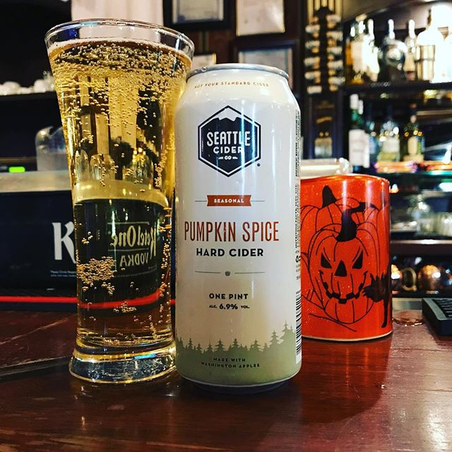 Like Pumpkin Spice? @seattleciderco Pumpkin Spice Cider is now in! Cinnamon, nutmeg and hints of allspice - this fall seasonal is definitely worth trying! 🎃 . . . . #pumpkinspice #pumpkin #cider #oshaughnessys #ravenswood #chicago #fall #fall2018 #autumn #halloween #seattle