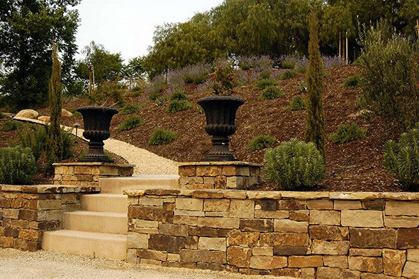 avila_garden-urns2.jpg