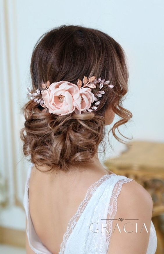 1531251857-5926f21be684f591-1531251856-8a3e15c0a3be9717-1531251854234-4-floralupdo.jpg