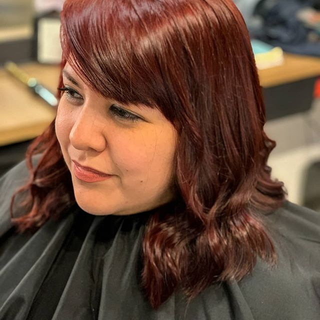 Color me impressed. 🤩 Rich, crimson locks with soft bangs and waves stand out in a sweet way. A FREE color consultation, affordable cuts and colors, and walk-ins welcome make your post-workday transformation quick and hassle-free. 👧 💇♀️: @beautyqueen.16 • • • #htxbarbers#htxstylists#houstonhairstylist#houstonhairsalon#houstoncolorist#houstonmidtown#houstonmontrose#bishops#bishopshoustonmidtown#instabarber#lookgoodfeelgood