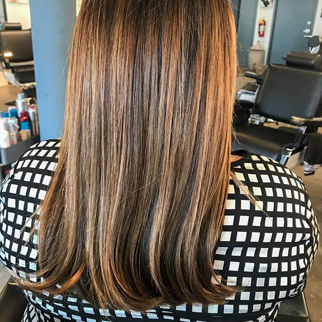 Check out the depth and dimension of these beautiful, natural-looking highlights! 🤗 Our colorists take the time to consult with you to address questions, concerns, and recommendations. You can be confident in your color selection before they meticulously and evenly color your strands. And with a post-color styling, you'll be ready for a night on the town with sleek, stylish hair! 💃 💇♀️: @beautyqueen.16 • • • #htxbarbers#htxstylists#houstonhairstylist#houstonhairsalon#houstoncolorist#houstonmidtown#houstonmontrose#bishops#bishopshoustonmidtown#instabarber#lookgoodfeelgood#highlights #brunettehighlights