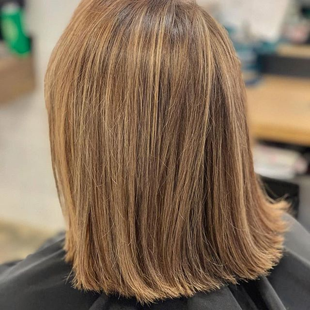 After years of sporting the same look, are you ready to switch it up? 😋 A dramatic chop is a fresh way to mix up your usual style and add light, healthy body to your hair. 🙌 You can rely on our expert barbers for a new look you'll love. 💇♀️:@beautyqueen.16 • • • #htxbarbers#htxstylists#houstonhairstylist#houstonhairsalon#houstoncolorist#houstonmidtown#houstonmontrose#bishops#bishopshoustonmidtown#instabarber#lookgoodfeelgood #shorthair