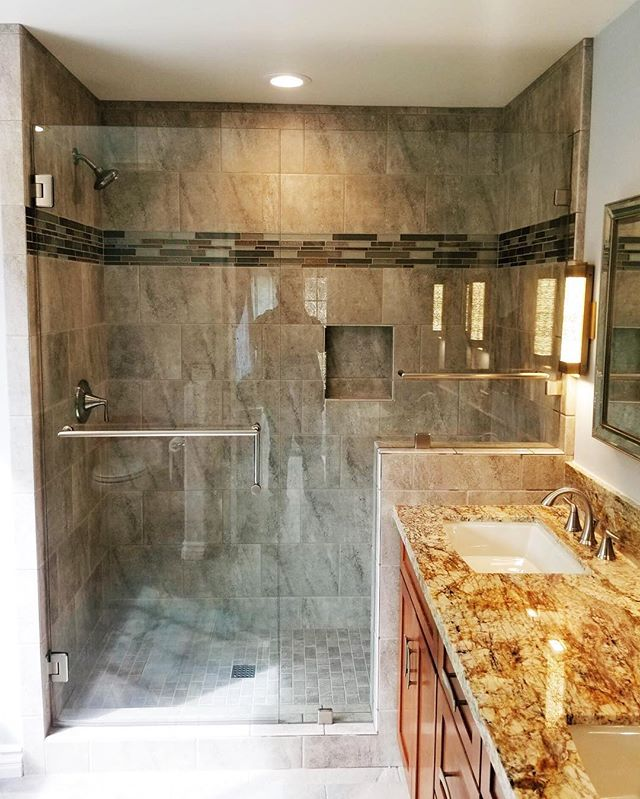 😍 wow . What a great looking shower install by the team here at Sea Breeze Glass! We pride ourselves in doing the best work in San Diego . Give us a call and schedule an estimate !  #sandiego #homeimprovement #bathroomdesign #bathroomremodel #renovation #sandiegocontractor #showerglass