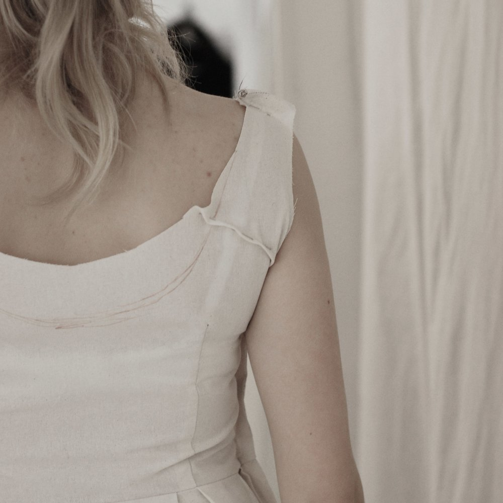 Low shoulder/short back -