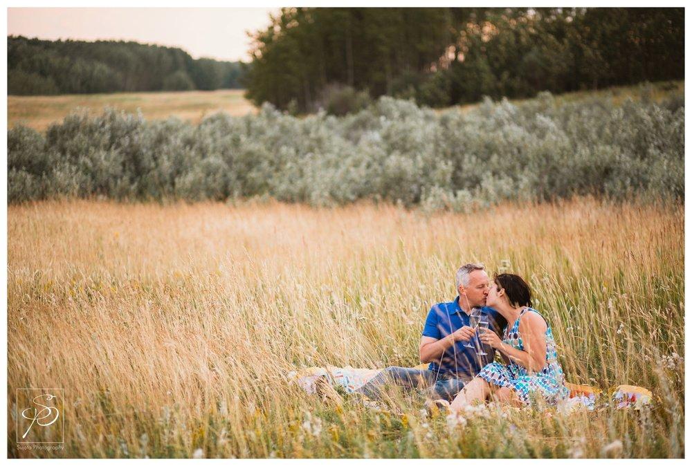 Couple having a picnic at Ghost Lake