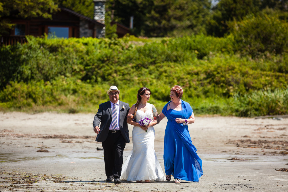 beach wedding tofino
