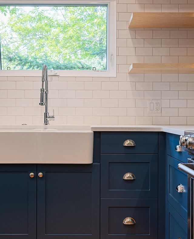 Another fun blue & white kitchen from @catalyst.builds⁣ .⁣ .⁣ .⁣ ⁣  #interiordesign #bluecabinets #kitcheninspiration #kitchenstyle #paintedkitchen #kitchenrenovation #renovation #calgaryphotographer #yycphotography #yycphotographers