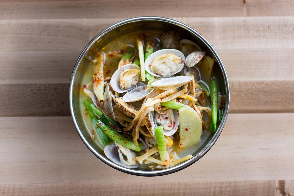 sake-steamed clams