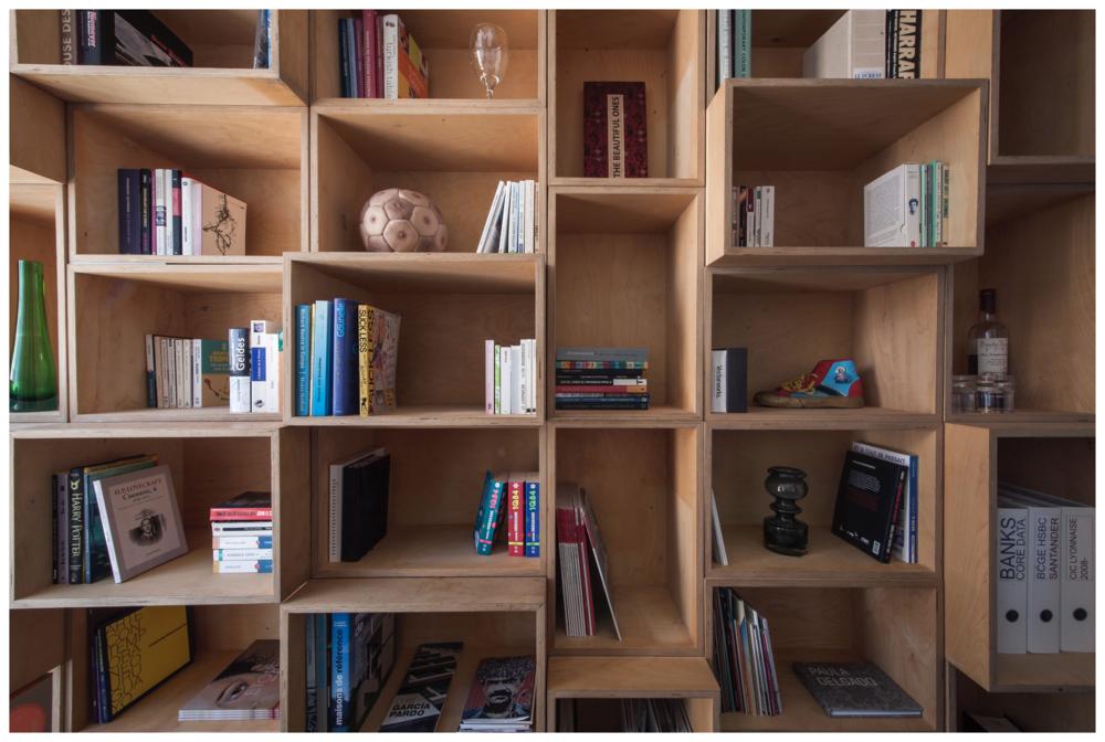 Nomadic library, Installation, plywood