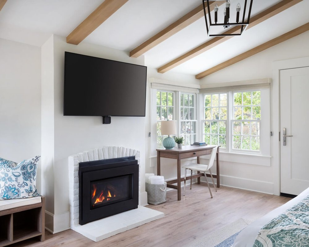 Luxury King Suite with Fireplace & Patio Upstairs 2