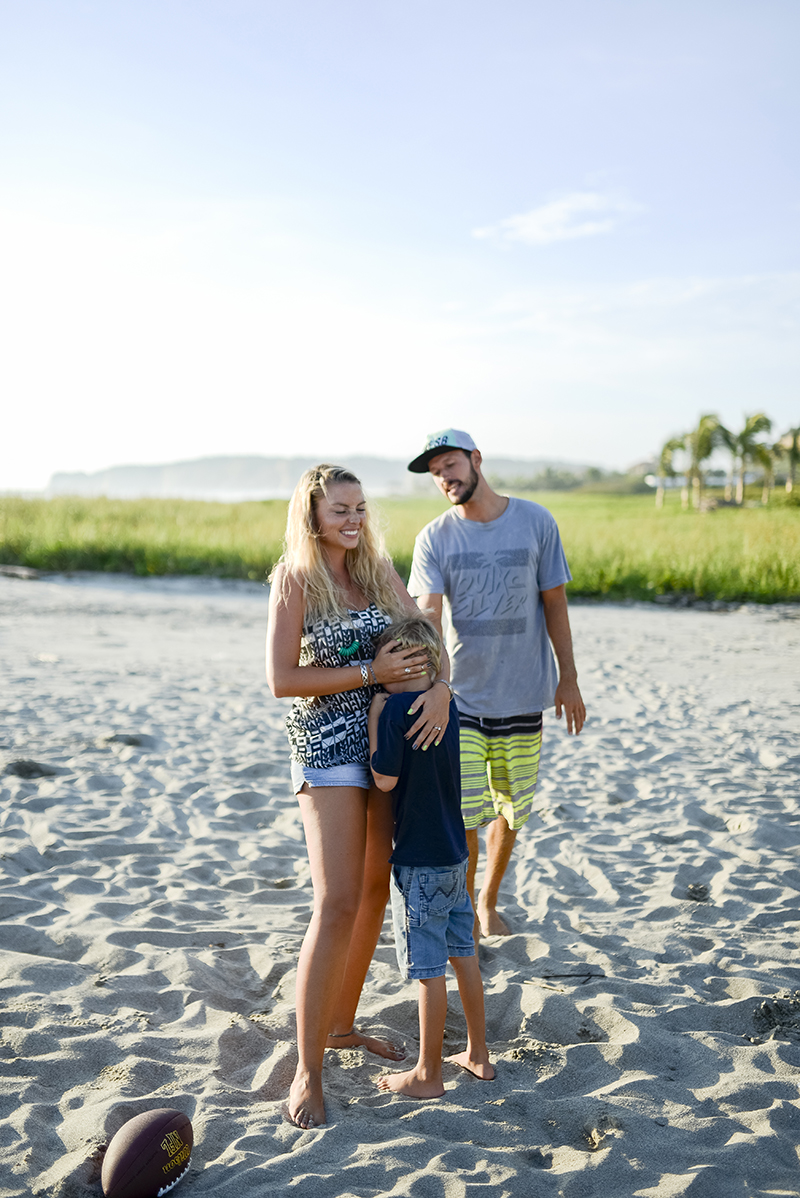 destination-beach-engagement-shoot-37